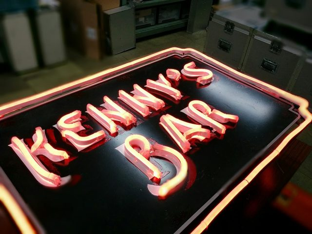 (日本語) 「Kenny's Bar」電飾