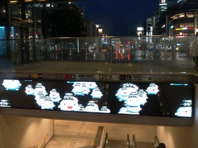 「姫路駅地下通路入口デジタルサイネージ」LEDビジョン